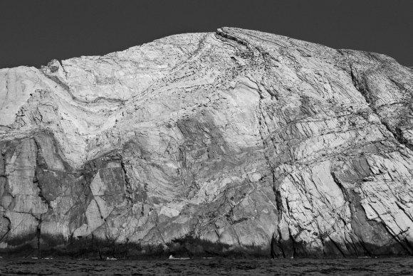 antiparos-white-rock-wall
